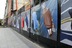 Gatakonst av folk på korsningen, O'Connell gata, Dublin, Irland, nedgång, 2014 Royaltyfria Bilder