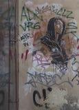 Gatakonst och grafitti på den yttre byggnadsväggen Arkivbilder