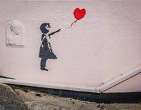 Gatakonstflicka och ballon Royaltyfria Bilder