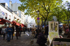 Gatakonstnärer på stället du Tertre på Montmartre Arkivfoton