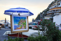 Gatakonstnärmålning i Positano, Italien arkivbild