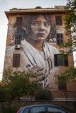 Gatakonstväggmålningar i rome för gallerit 999contemporary arkivbild
