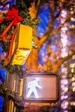Gatakorsning tecken för abstrakt stad fot- Arkivbild