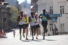Gatalöpare på den 29th Belgrade maraton Arkivfoto