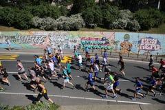 Gatalöpare på den 29th Belgrade maraton Fotografering för Bildbyråer