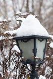 Gatalampa i vinter Arkivbilder
