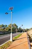 Gatalampa med den sol- panelen Royaltyfria Foton
