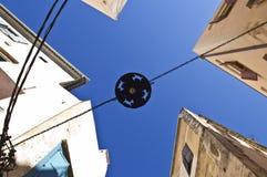 Gatalampa med Kri-Kri konturer i Chania, Kreta Arkivfoto