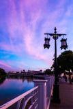 Gatalampor längs Ping River i Chiang Mai Arkivfoto