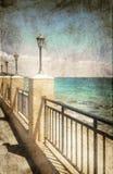 Gatalampor på havspromenaden Royaltyfri Bild