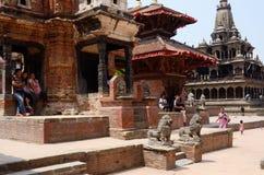 Gataliv på den Patan Durbar fyrkanten, Katmandu valle royaltyfri bild