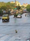 Gataljus i sikt för morgon för Indien Pune Maharashtratillstånd fotografering för bildbyråer