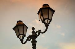 Gataljus som hänger på den smala fransmannen Fotografering för Bildbyråer
