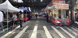 Gatamässa på den Rivera avenyn i Bronxen New York Royaltyfri Bild