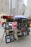 Gatamålare nära Central Park på den 59th gatan Royaltyfri Bild