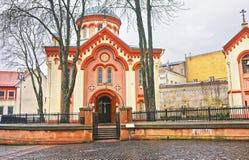 Gatamarknad på kyrkan av helgonet Paraskeva i den gamla staden av Vilnius Arkivbilder