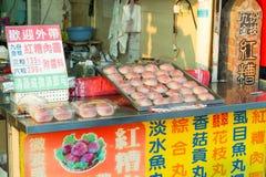 Gatamat, ostronkaka, på Danshui som shoppar område Royaltyfria Foton