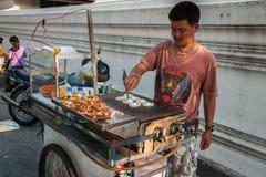 Gatamatförsäljare i Bangkok, Thailand arkivfoto