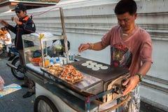 Gatamatförsäljare i Bangkok, Thailand royaltyfri fotografi