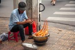 Gatamatförsäljare som säljer hummer på en trottoar arkivfoton