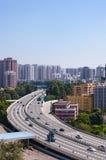 Gatamedel och trafik i den Guangzhou staden Royaltyfria Foton