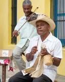 Gatamusikband som spelar traditionell musik i havannacigarr Royaltyfri Fotografi