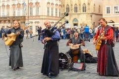 Gatamusiker (Buskers) i Prague, Tjeckien arkivbilder