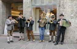 Gatamusiker i medborgare kostymerar Österrike Fotografering för Bildbyråer