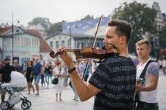 Gatamusiker som spelar klassisk musik Royaltyfri Foto