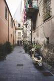 Gatan av den gamla italienska staden Finalborgo Arkivfoton
