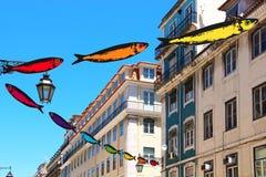 Gatan av Lissabon dekorerade med sardiner Royaltyfri Bild