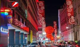 Gatan av Wien dekorerade för jul Arkivfoto