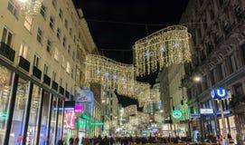Gatan av Wien dekorerade för jul Fotografering för Bildbyråer