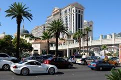 Trafikera på den Las Vegas remsan Arkivfoton