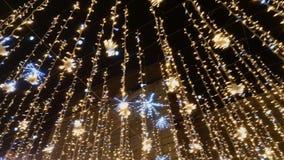 Gatan dekoreras med belysning lager videofilmer