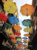 Gatan dekoreras med färgrika paraplyer royaltyfri foto