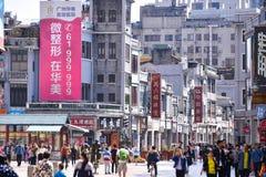 Gatan för shopping för den Shangxia jiuen är den fot- strögen i Guangzhou Royaltyfri Foto