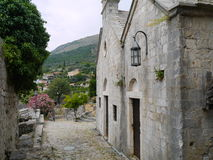 Gatan fördärvar av den gamla stången (den Stary stången), Montenegro Royaltyfria Foton