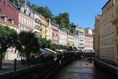Gatan i brunnsorten Karlovy varierar Royaltyfri Fotografi