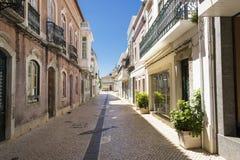 Gatan i den historiska mitten Faro Portugal arkivbild