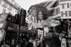 Gatan shoppar sälja stati för buss för bröllop för souvenirminnesvärda ting kunglig Royaltyfria Foton