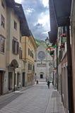Gatan till domkyrkan av Gemona royaltyfria foton