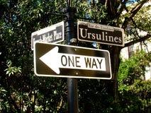 Gatan undertecknar in den franska fjärdedelen för New Orleans ` Arkivfoto