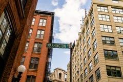 Gatan undertecknar in Dumbo, Brooklyn royaltyfria bilder