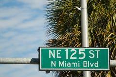 Gatan undertecknar för STEN för NE 125 Arkivbild