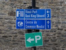 Gatan undertecknar in gamla Montreal Arkivbild