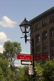 Gatan undertecknar in Montreal Royaltyfri Foto