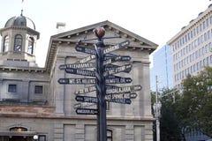 Gatan undertecknar in Portland, Oregon Var går du? Arkivfoton