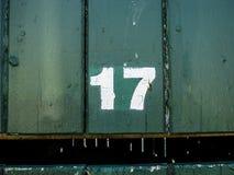 Gatanummer, 17 på träbakgrund Royaltyfria Bilder