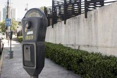 Gataparkeringsmeter royaltyfria bilder